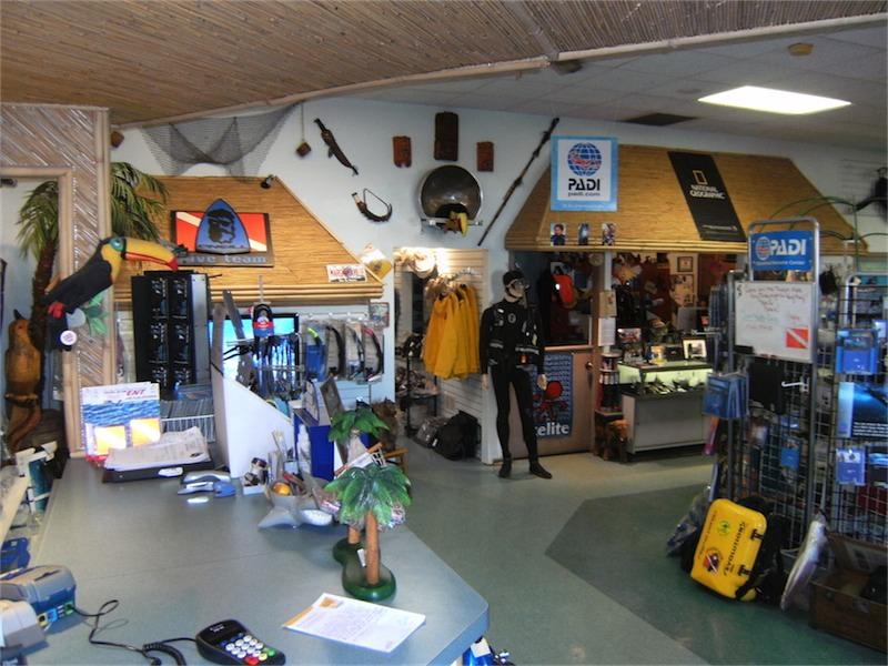 toucan-dive-store-01