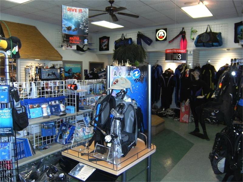 toucan-dive-store-02