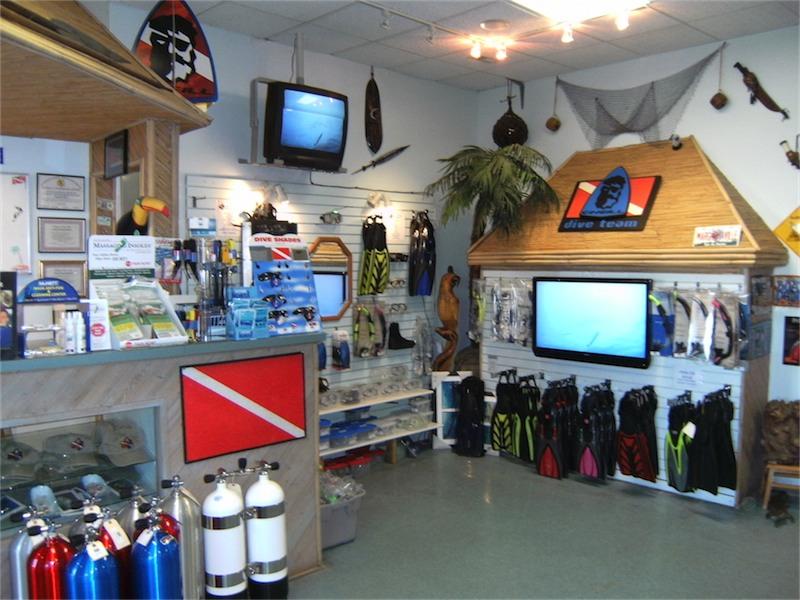 toucan-dive-store-03