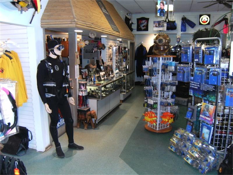toucan-dive-store-04