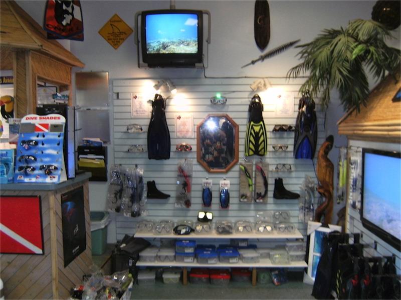 toucan-dive-store-05