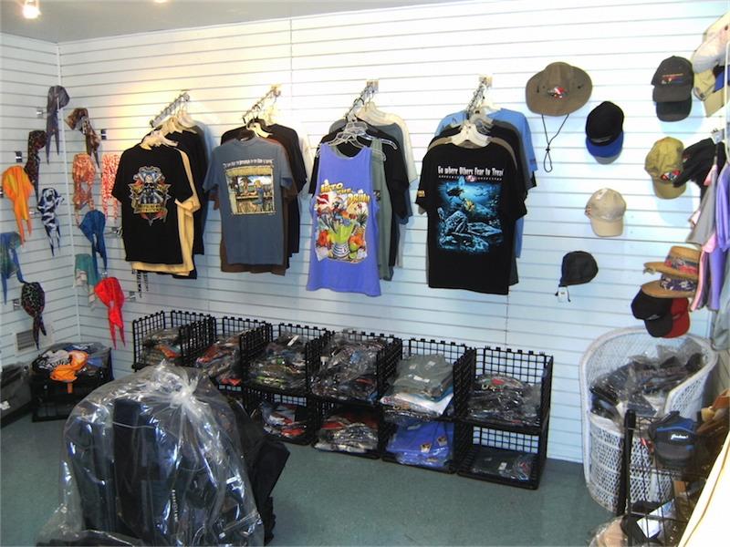 toucan-dive-store-06