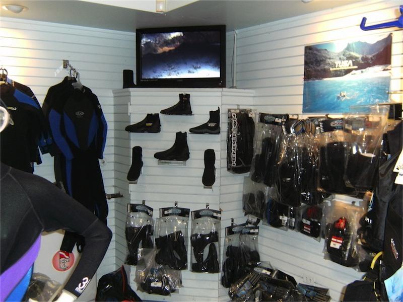 toucan-dive-store-07