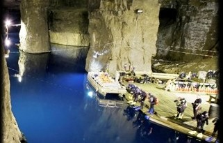 Divers prepare to plunge into the 58 degree water at Bonne Terre Mine.