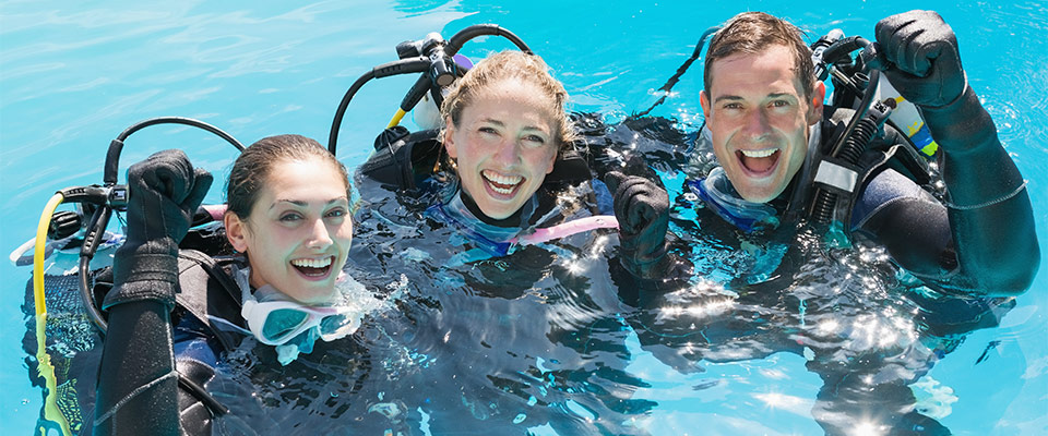 three-happy-divers