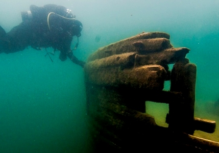 Lake Superior Wreck Diver perusing the deck of The wreck of The Bermuda